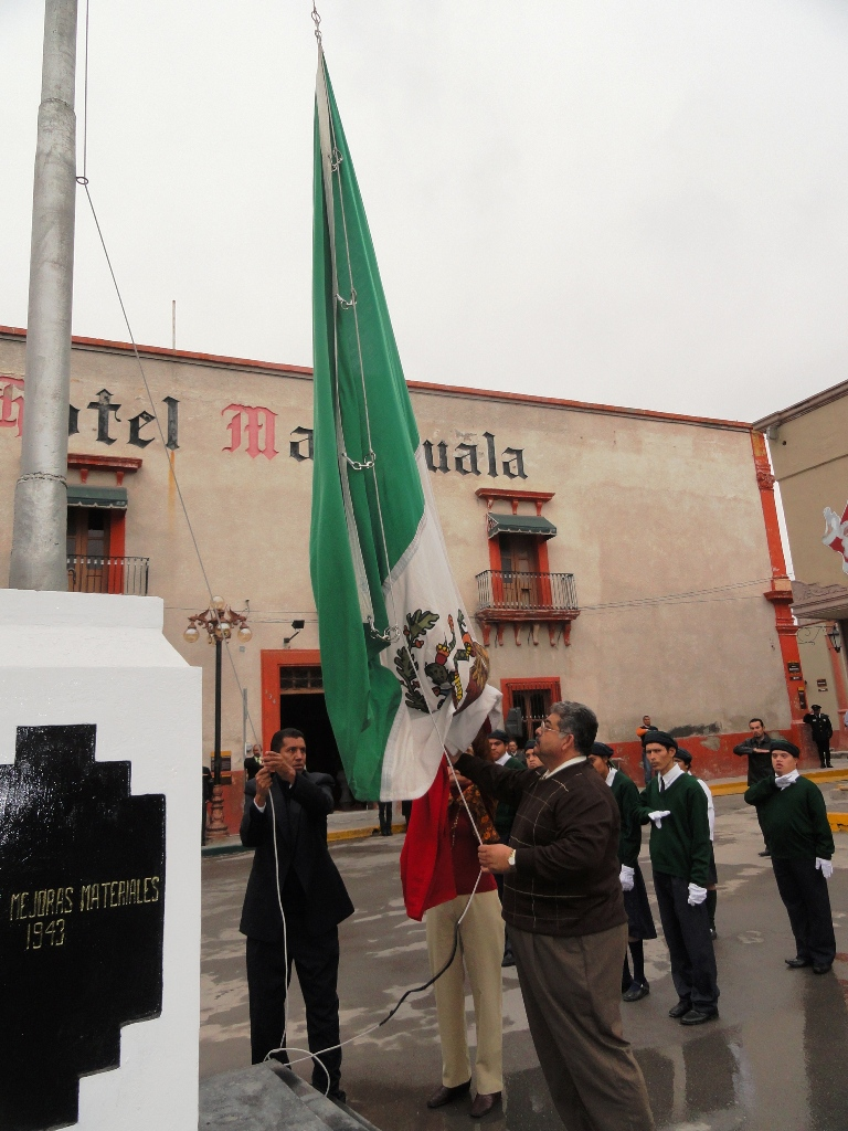 Realizan Honores a la Bandera