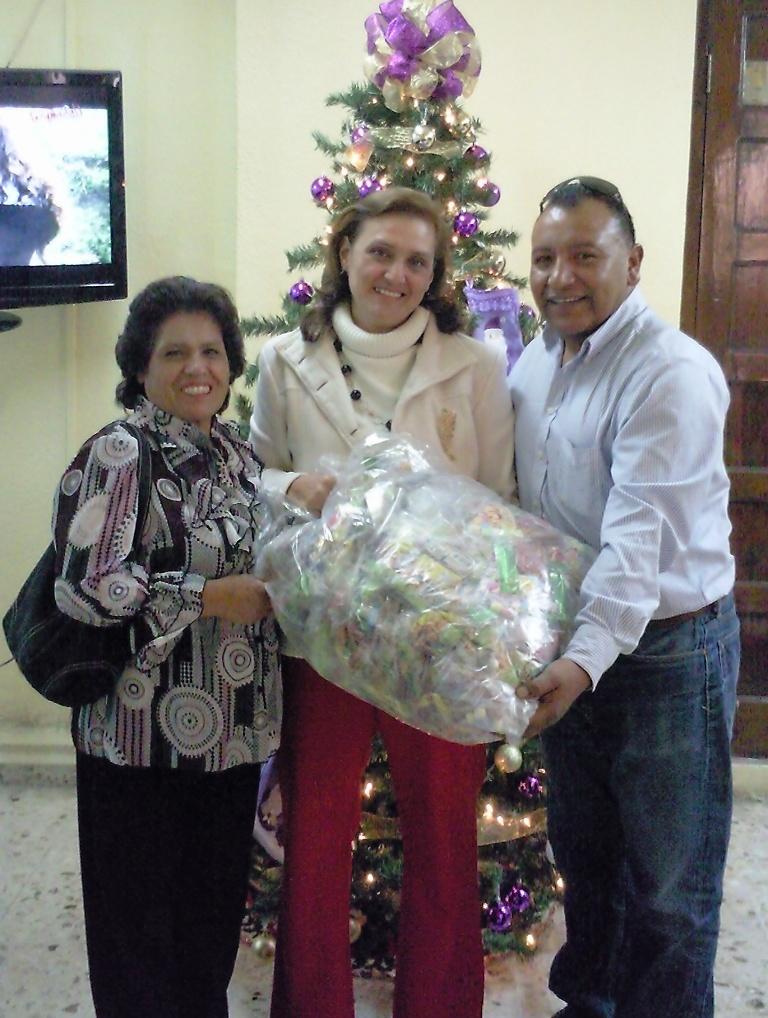 Se apoyó con bolos navideños a distintas instituciones educativas