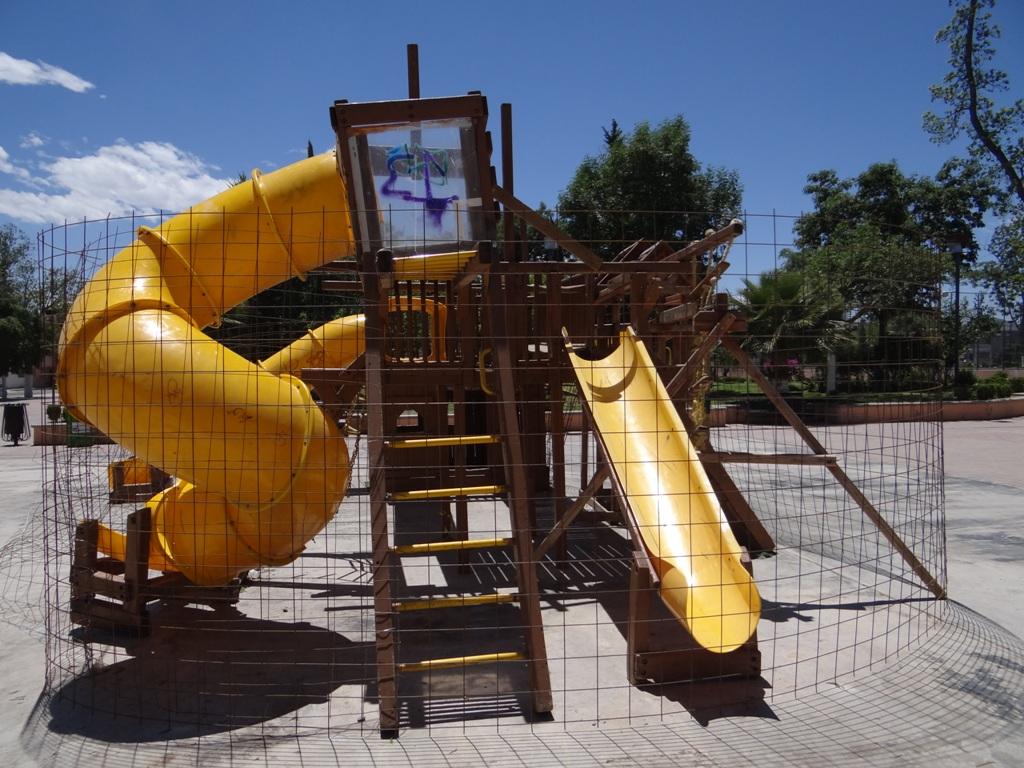 Se pide que padres de familia prohiban a sus hijos brincar la malla