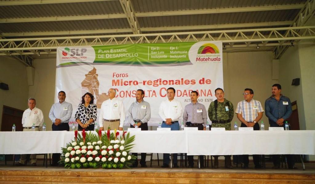 El alcalde José Everardo Nava Gómez, en compañia del Secretario de la SEDESORE Alberto Elias Sánchez, puso en marcha el foro de micro region